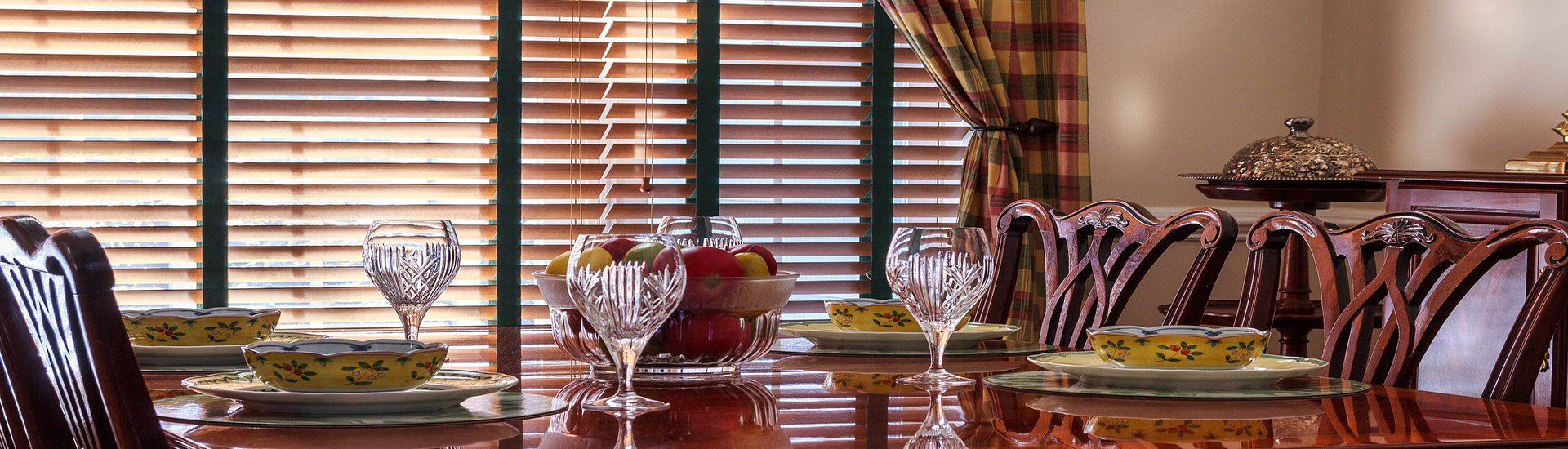 picture of wooden venetian blinds